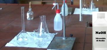 strumenti della determinazione dell'acidità di un aceto