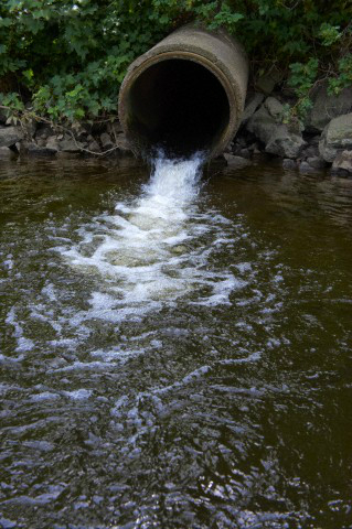 Inquinamento Acque tubi di scarico